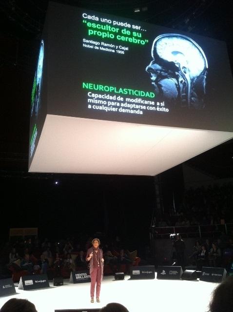 Dra. Rafaela Santos durante su exposición