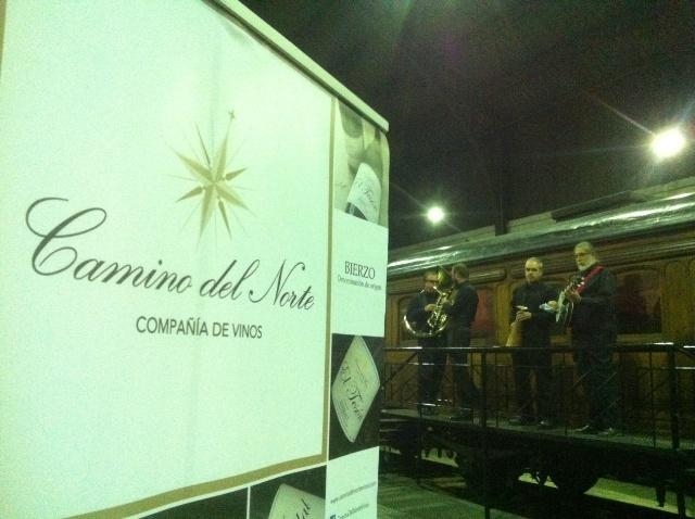 Músicos amenizando la cena de gala en el Museo del Ferrocarril