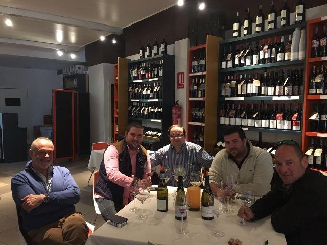 Equipo de Vinícolas catando añada 2013 de Camino del Norte, Compañía de Vinos