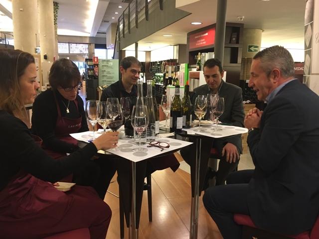 Luis Miguel con los sumilleres Juan Antonio (Gerente), Aitor y Antonia