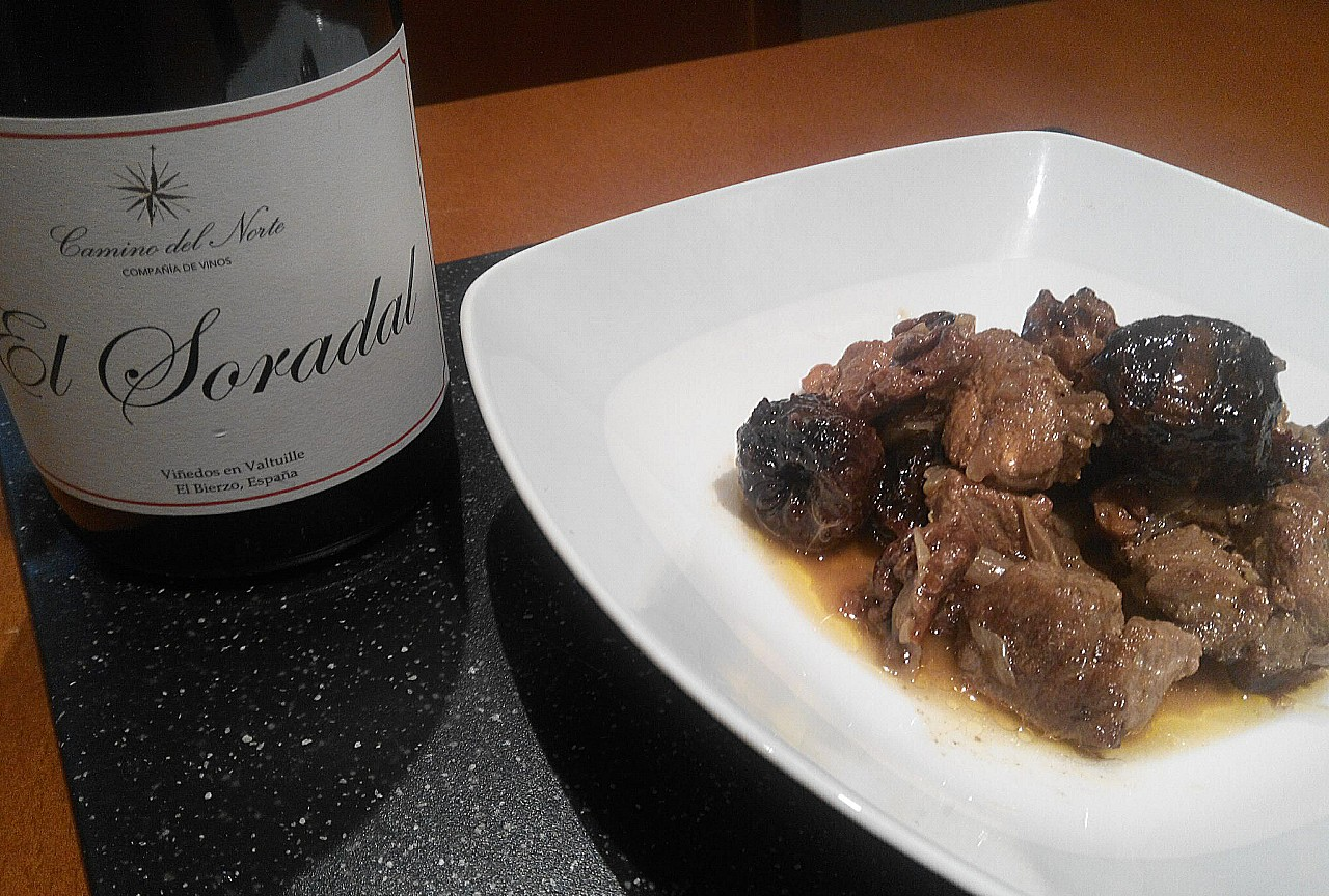 El Soradal 2013 y cerdoo guisado a la cerveza con nueces y ciruelas al brandy