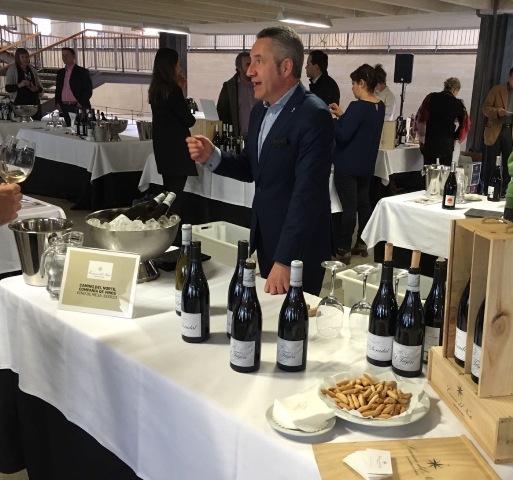 Luis Miguel explicando la filosofía de los vinos de Camino del Norte